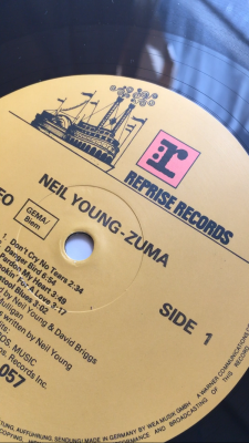 Neil Young / Comes a Time
